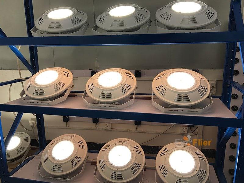 Prueba de envejecimiento de 400W UFO LED High Bay Light