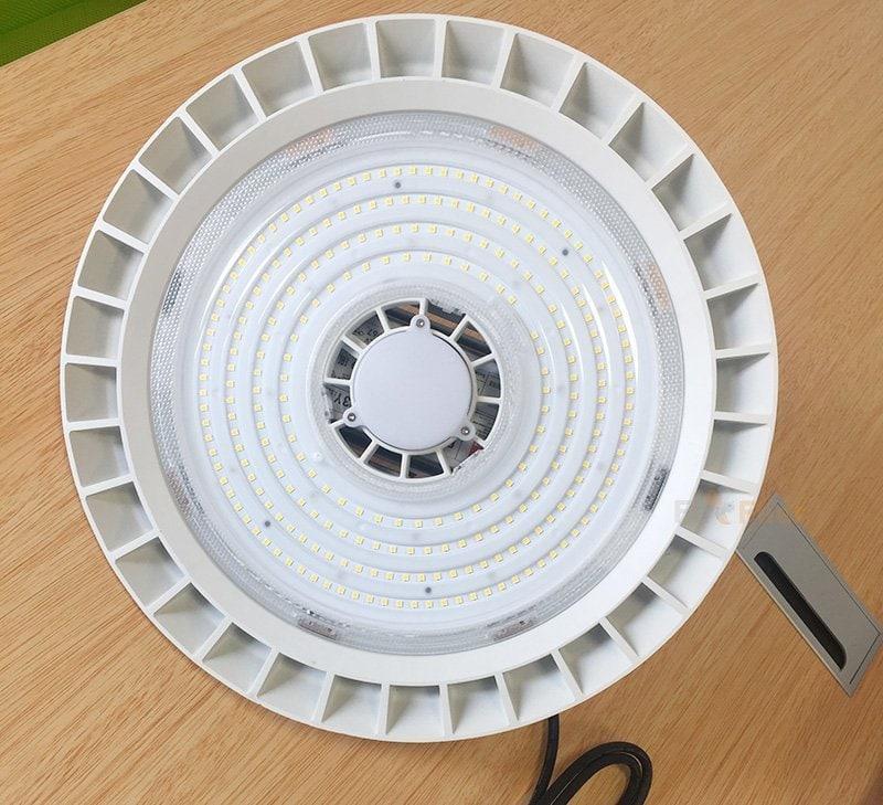 Iluminación LED blanca de gran altura UFO