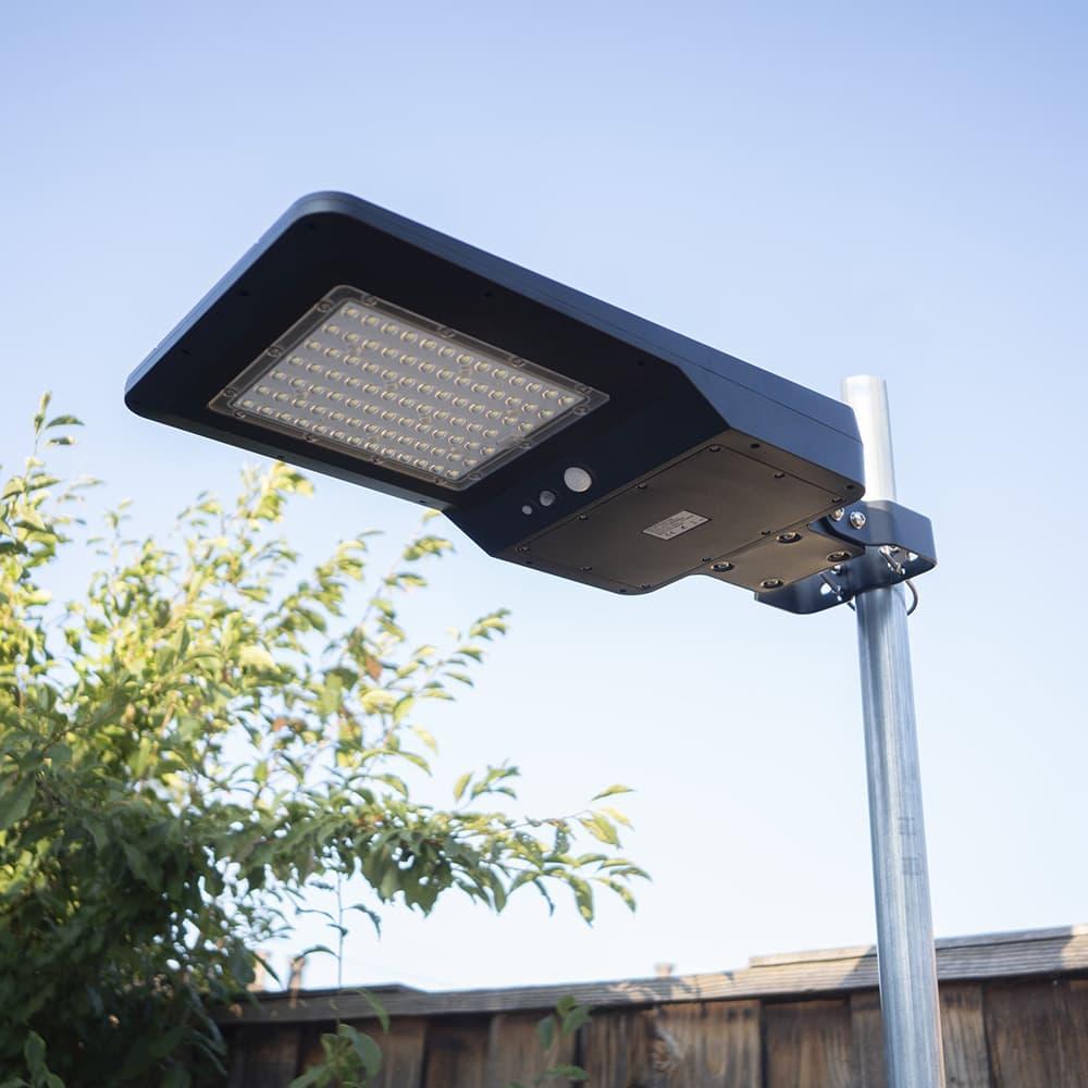 lampadaire solaire monté sur poteau 40w