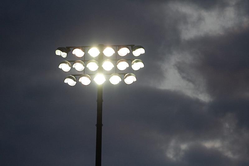 Boîtier d'éclairage à LED pour grand mât